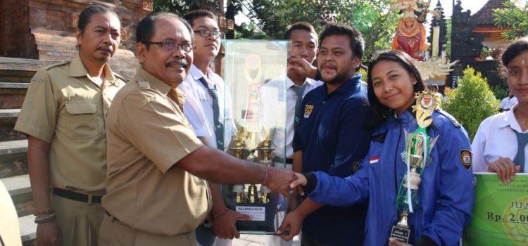 Paskibra SMA N 6 Denpasar Pertahankan Piala Bergilir Rektor UNHI