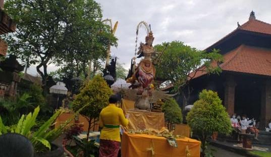 Persembahyangan  Hari Raya Saraswati di SMA Negeri 6 Denpasar